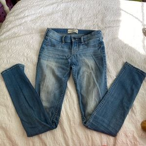 Abercrombie Kids light wash mid rise skinny jeans